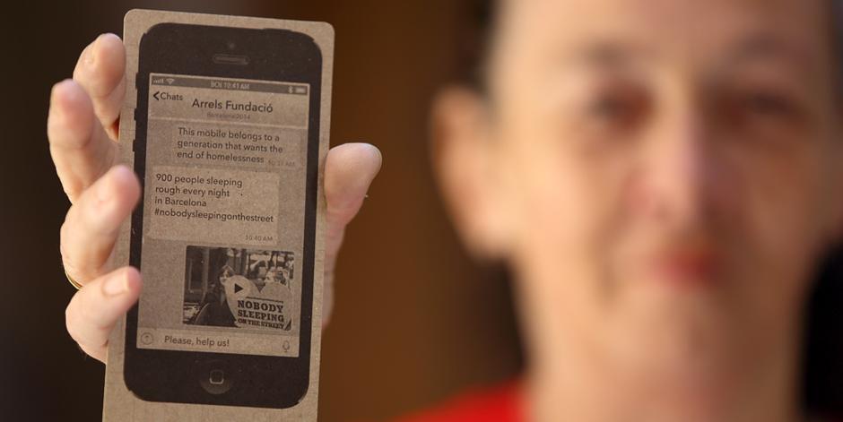 """Arrels """"presenta"""" un mòbil al Mobile World Congress per fer possible Ningú dormint al carrer!"""