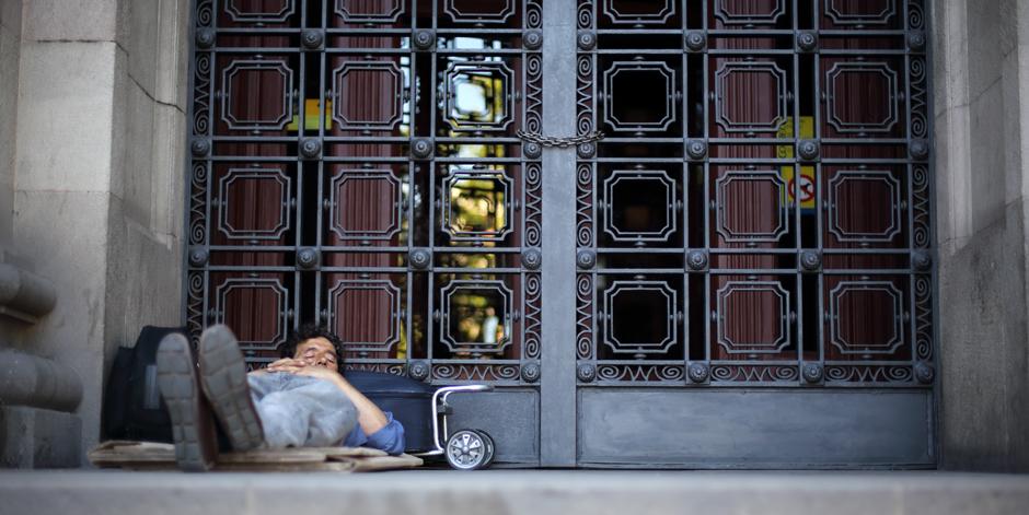 El Parlament insta el Govern a fer recomptes a nivell català per saber quantes persones dormen al carrer