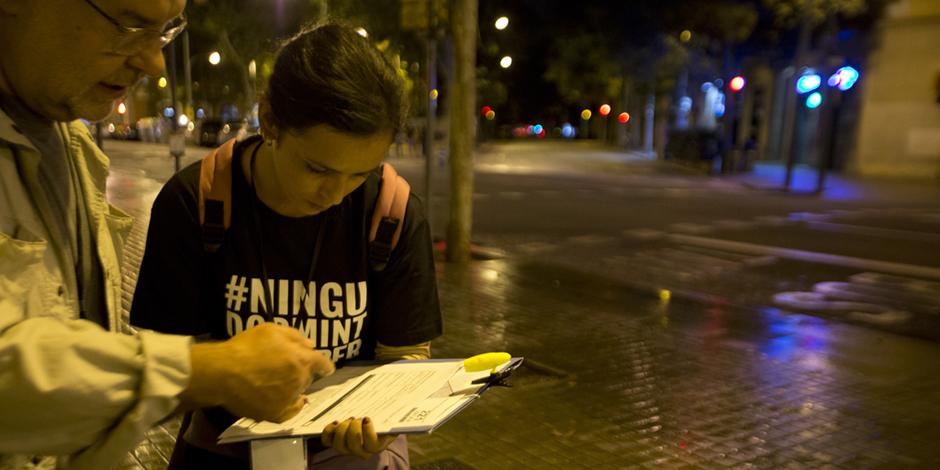 Històries que criden ningú dormint al carrer al #CensSenseLlar
