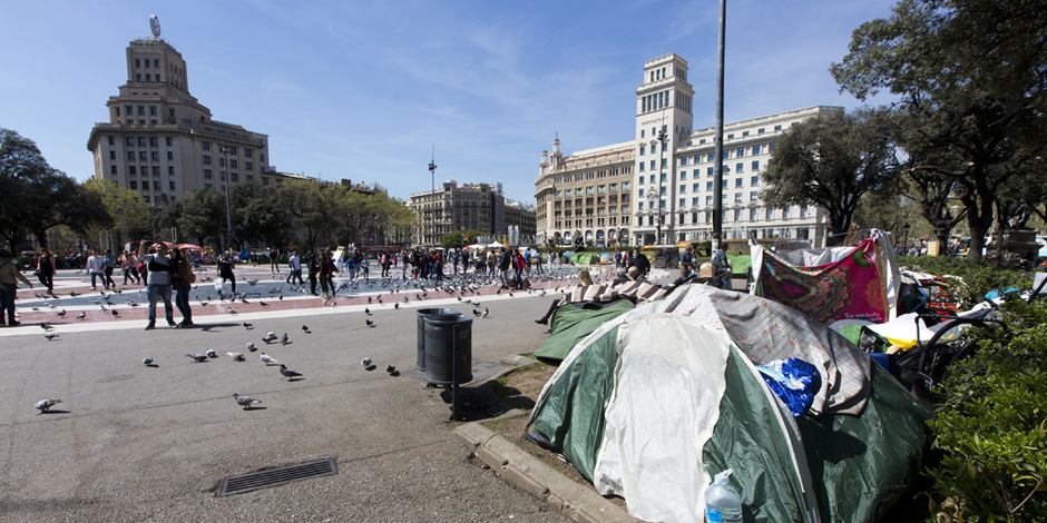 Tener que dormir en la plaza Cataluña para hacerse visible